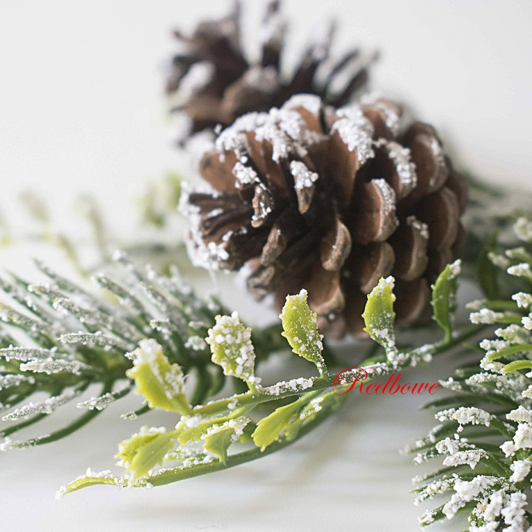 Ветка елки с шишками в снегу ДН26