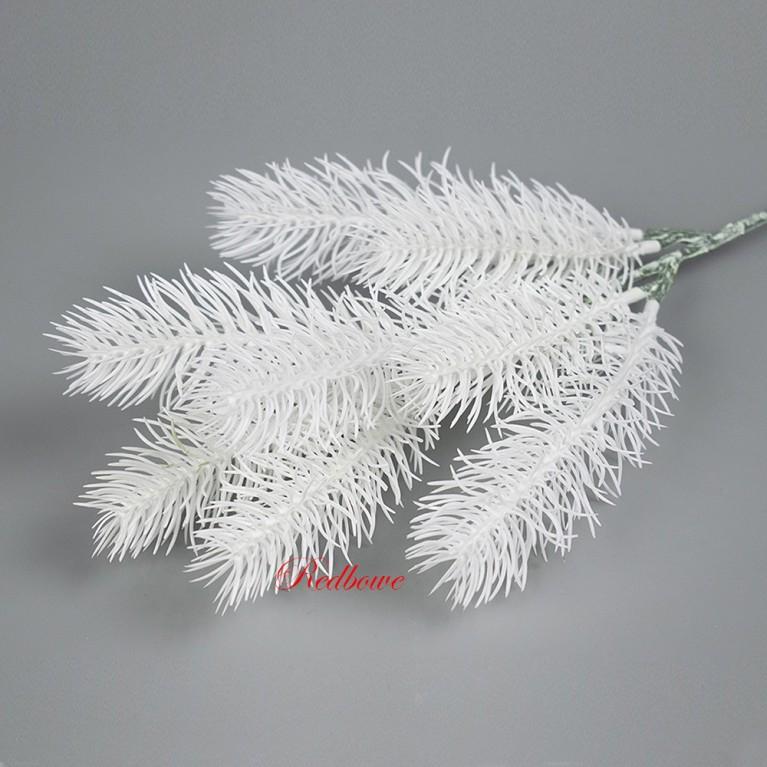 Ветка елки с белой хвоей П387
