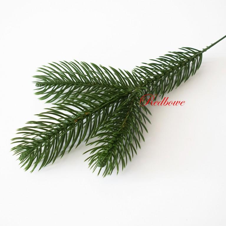 Тройная лапка елки зеленая П428