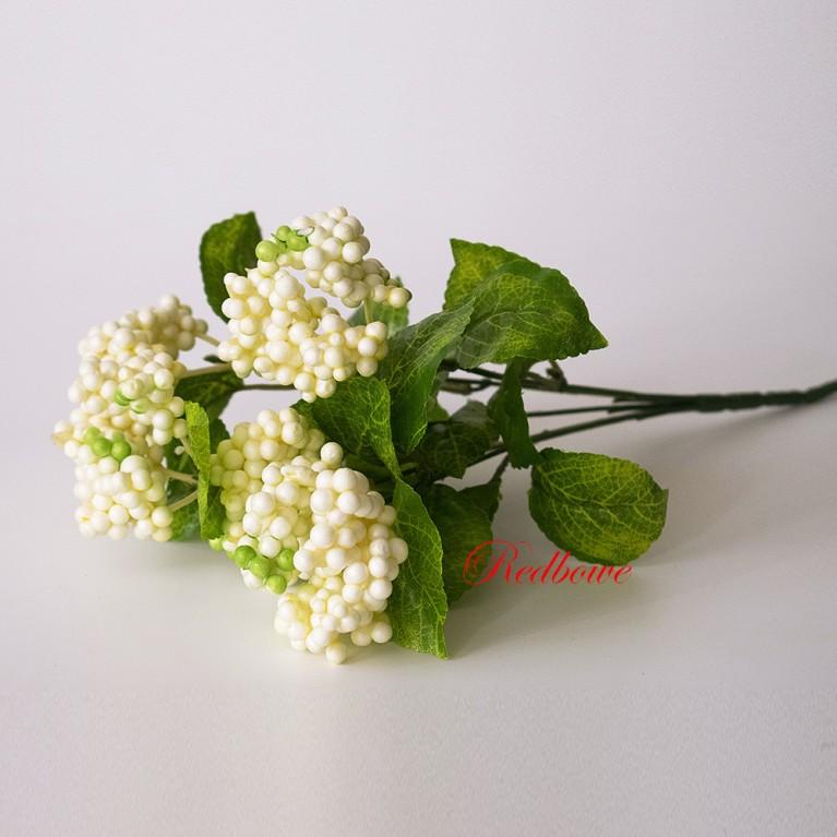 Ветка с белыми ягодами Б405