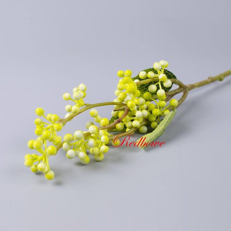 Ветка с желтыми ягодами Б413