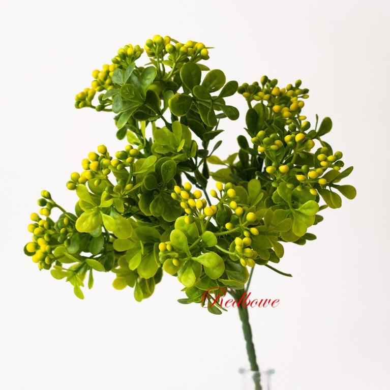 Ветка с желтыми мелкими ягодками П148