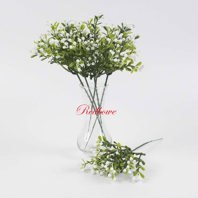 Зелень с мелкими белыми ягодками П153