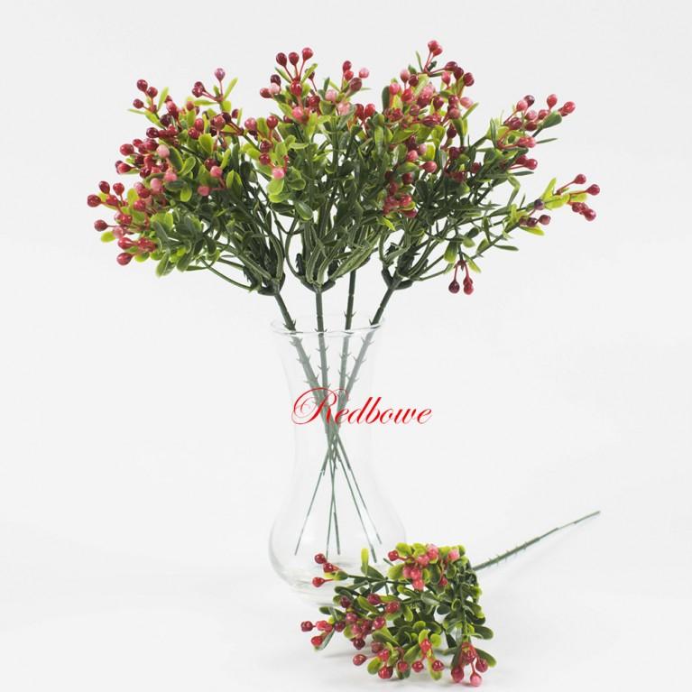 Зелень с мелкими красными ягодками П153