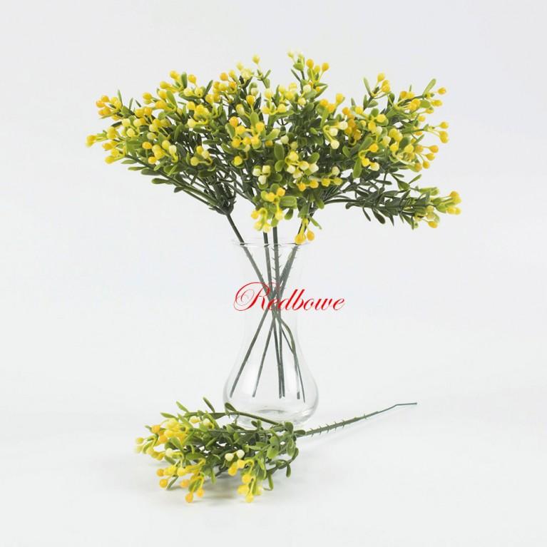 Зелень с мелкими желтыми ягодками П153