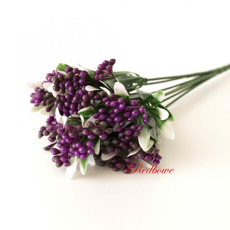 Веточка с фиолетовыми ягодками П32