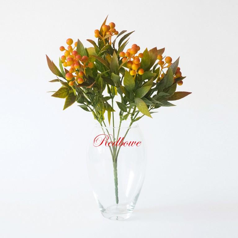 Ветки с оранжевыми ягодами Ф117